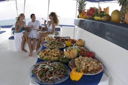 96738_catamaran_s_p_lunch.jpg